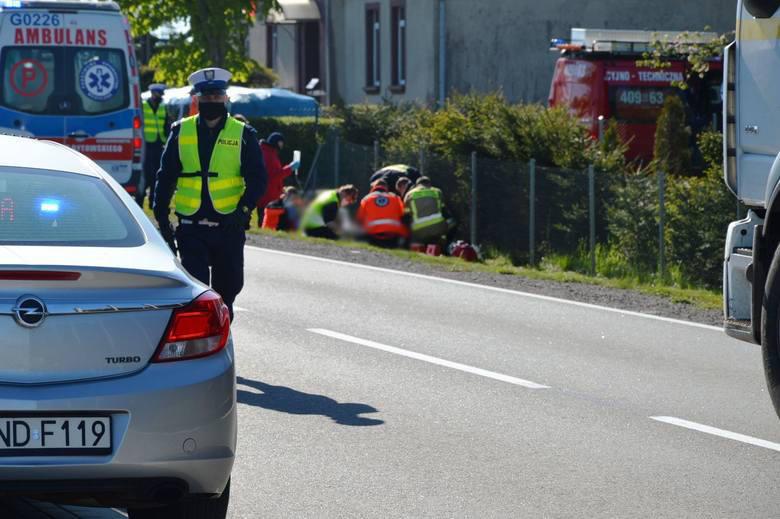 Dziś około godziny 8.30 doszło do tragicznego wypadku. Między Półcznem, a Wygodą motocyklista uderzył w śmieciarkę. Mimo trwającej ponad pół godziny