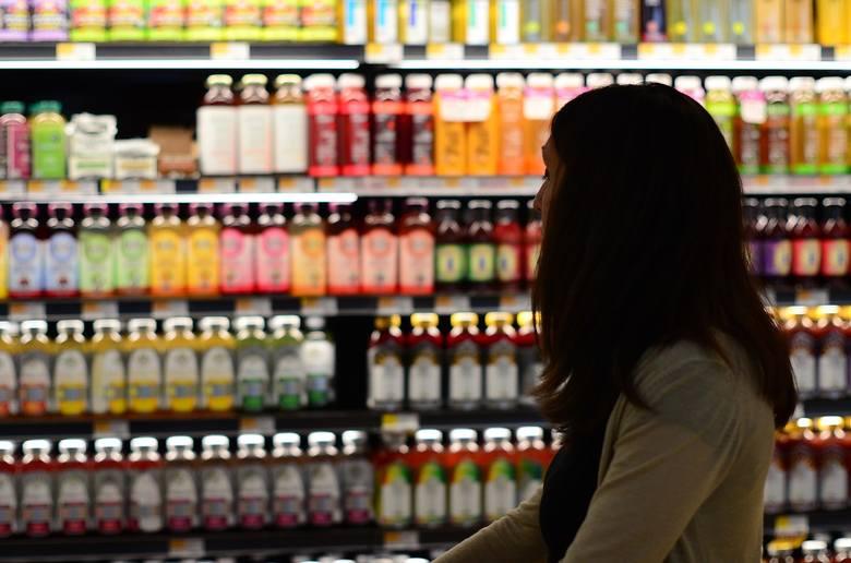 UOKiK porównał żywność w polskich sklepach i w Europie zachodniej. U nas ma dużo niższą jakość. RAPORT