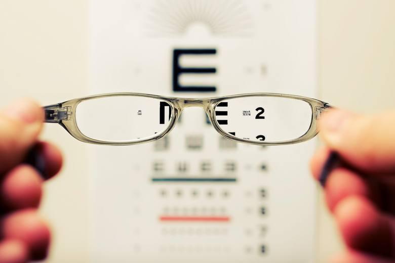 Jak widzą świat osoby z wadą wzroku? Zobacz wizualizacje
