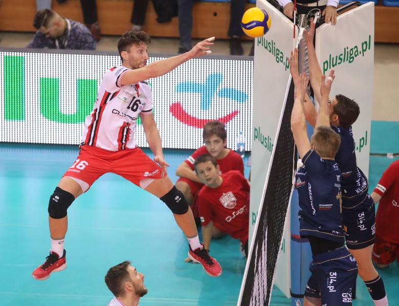 Po pełnym emocji meczu Asseco Resovia uległa mistrzom Polski 2:3. Rzeszowianie po dwóch przegranych setach odrobili straty, ale tie-break padł łupem