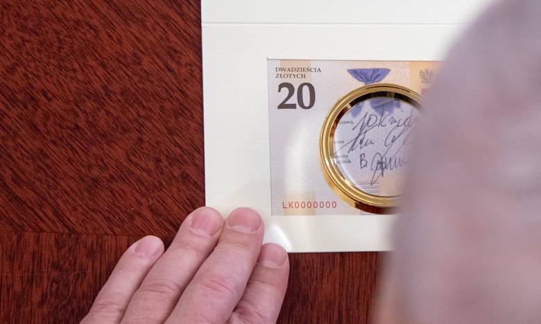 Dlaczego na banknotach zawsze widnieje podpis prezesa NBP? - W ten symboliczny sposób prezes banku centralnego, jedynego emitenta polskich znaków pieniężnych,