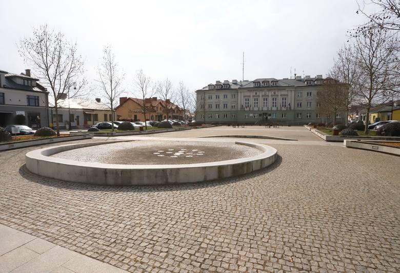 W związku z kolejnymi przypadkami zarażenia koronawirusem w Polsce zaleca się niewychodzenie z domu o ile nie jest to absolutnie konieczne. Na ulicach