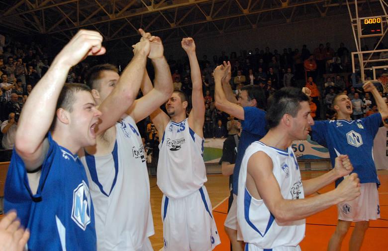 Szczecińska koszykówka na zdjęciach. Wspominamy sezon 2009/10 i awans AZS Radex [GALERIA]