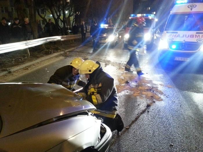 Na ulicy Koszalińskiej w Kołobrzegu auto wypadło z drogi
