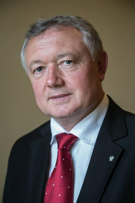 Wiesław Janczyk jest pierwszym zastępcą wicepremiera Mateusza Morawieckiego w Ministerstwie Finansów. Jest również pełnomocnikiem rządu do spraw wspierania