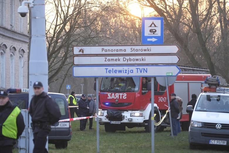 O godz. 14.59 przy ul. Kujawskiej 9 w Toruniu doszło do wybuchu gazu w budynku wielorodzinnym naprzeciwko dworca PKP Toruń Główny. Dwie osoby zostały