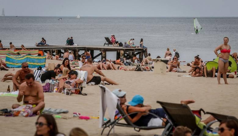 Planujesz wakacje nad polskim morzem? Zobacz, jaka pogoda będzie w lipcu nad morzem: będzie padać, a może żar będzie lał się z nieba? Przygotowaliśmy