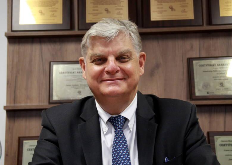 Prof. Grzegorz Wallner od 1998 roku jest kierownikiem kliniki Chirurgii Ogólnej, Gastroenterologicznej i Nowotworów Układu Pokarmowego w SPSK1, która