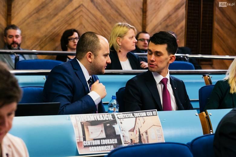 Radny PIS Dariusz Matecki (z lewej) założył niedawno organizację, która ma walczyć z antypolonizmem. Ma nawet nowy pomysł.- Damy obywatelstwo polskie