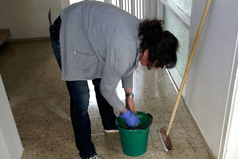 Sprzątaczki zarabiają teraz więcej od niektórych wykwalifikowanych pracowników.