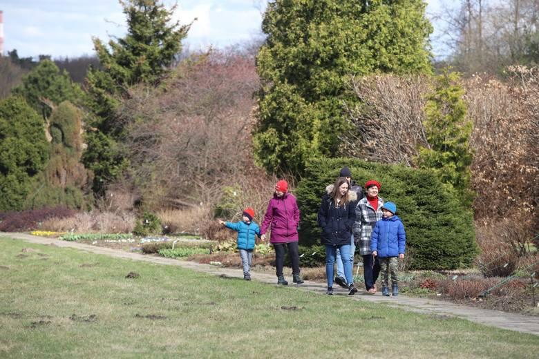 Łodzianie odwiedzają Ogród Botaniczny całymi rodzinami...