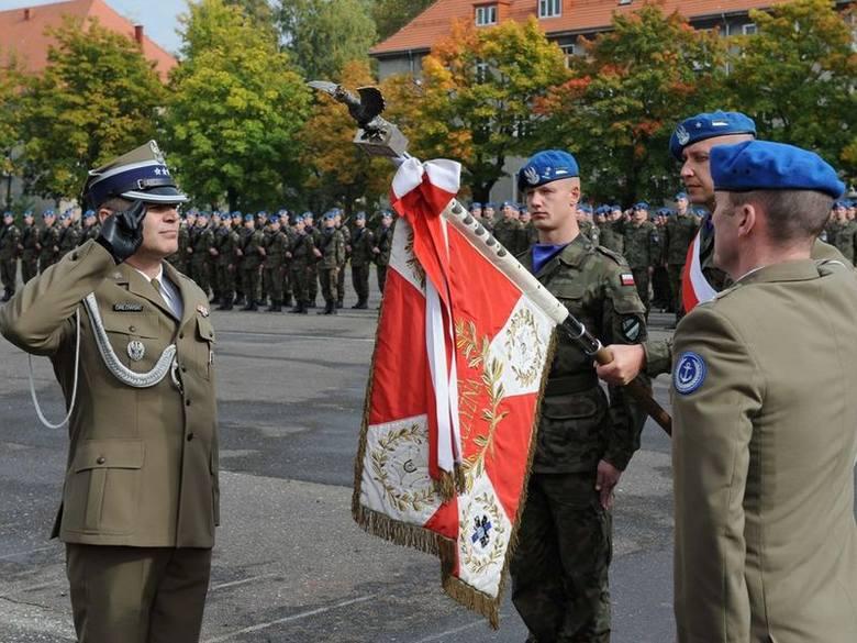 Pułkownik Robert Orłowski (pierwszy z lewej) został dowódcą 7. Brygady Obrony Wybrzeża w Słupsku.