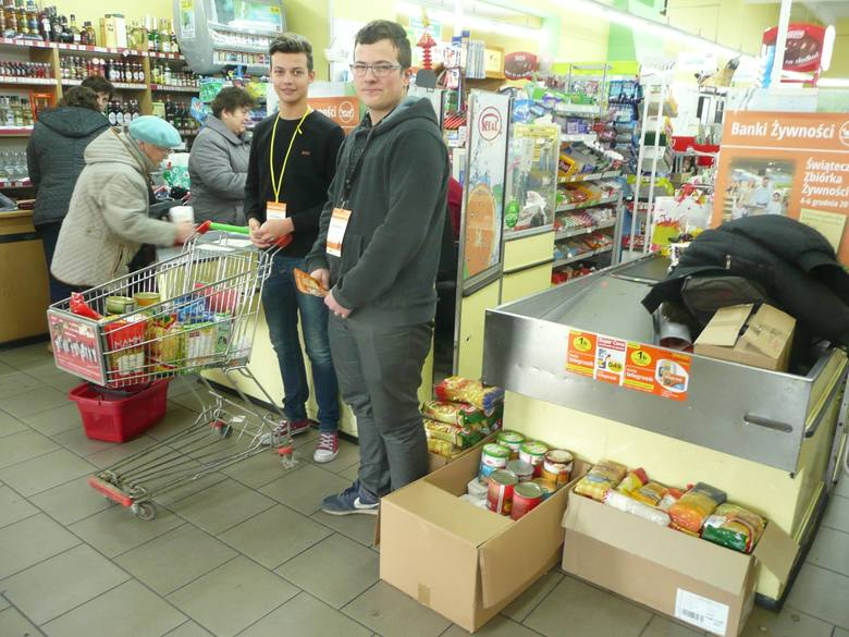 To była już 19. Świąteczna Zbiórka Żywności, do której włączyli się uczniowie Zespołu Szkół Zawodowych w Oleśnie.