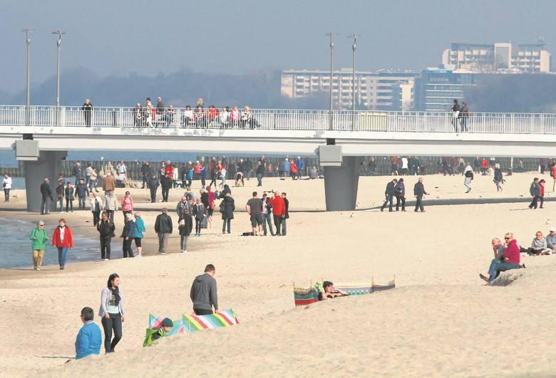 Tak było na centralnej plaży w ostatni, piękny weekend. Turystyczne biznesy nie bez powodu liczą na kolejny, rekordowy sezon.