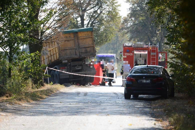 Do zderzenia doszło przed godz.12. w miejscowości Osieczek, w Gminie Książki niedaleko Wąbrzeźna. Ciężarówka zderzyła się tam z motorowerzystą. Kierujący