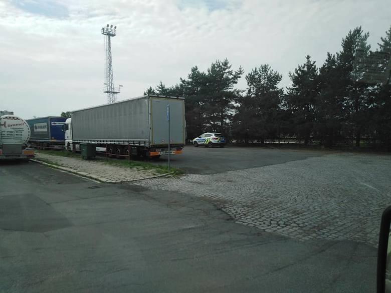 Dramat na parkingu w Czechach. Polski kierowca TIR-a znaleziony martwy