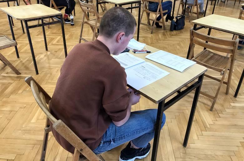 Namiastką prawdziwej matury są próbne egzaminy organizowane w wielu szkołach.