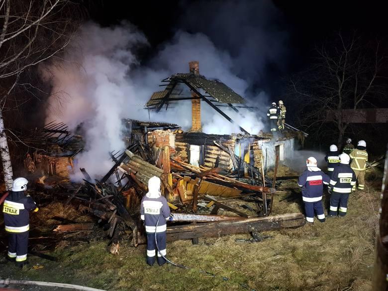 Pożar niezamieszkałego domu w Ochojnie. Obiektu nie udało się uratować