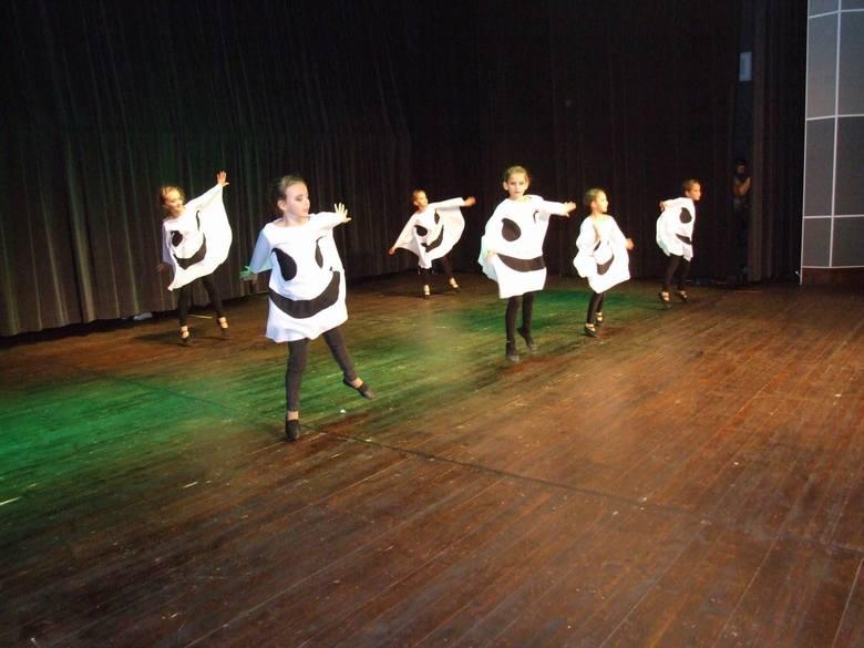 Podczas Konfrontacji Zespołów Mażoretkowych swój pokaz zaprezentowała grupa sportowo-taneczna Tajfun z Ukrainy. Tancerze wystąpili na scenie w kinie