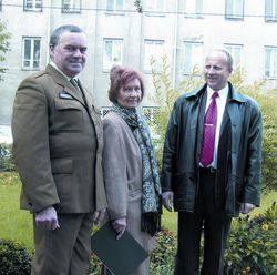 To piękne miejsce, doktor niedaleko mieszkał - mówią członkowie Towarzystwa Przyjaciół Ostrołęki: (od lewej) Stanisław Kałucki, Jadwiga Nowicka i Wiesław