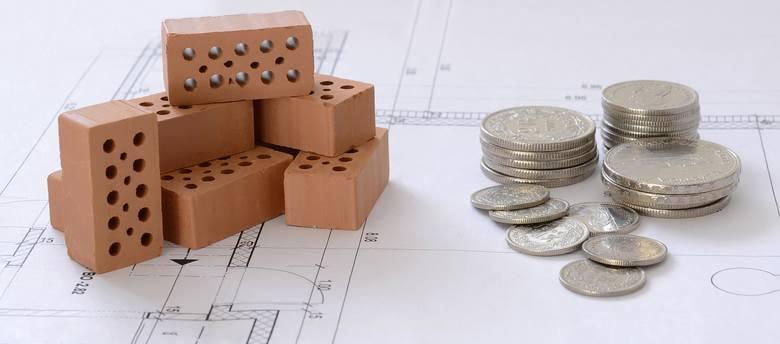 Zbudowanie historii kredytowej, spłata mniejszych zobowiązań, pożyczenie pieniędzy na dłużej czy wybór raty równej a nie malejącej – to tylko kilka z