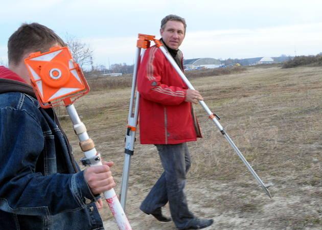 2010. Rozpoczęła się budowa. Na teren wjechał ciężki sprzęt i swoje zadania zaczęli wykonywać geodeci.