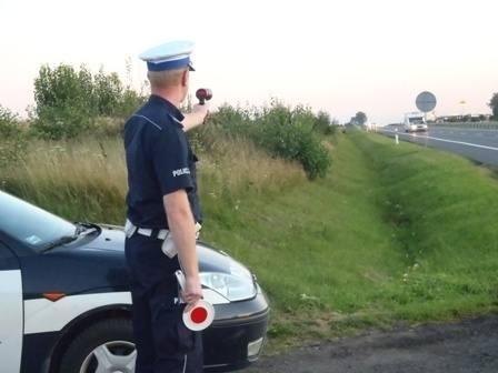 Podczas niedzielnych działań policjanci skontrolowali 1270 kierowców, z których 884 przekroczyło dozwoloną prędkość.