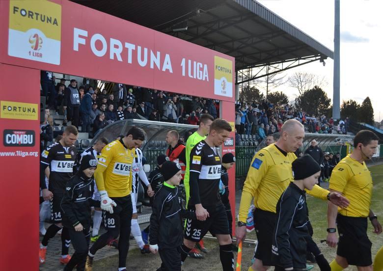 Na mecze Fortuna 1 Ligi przyjdzie nam jeszcze trochę poczekać