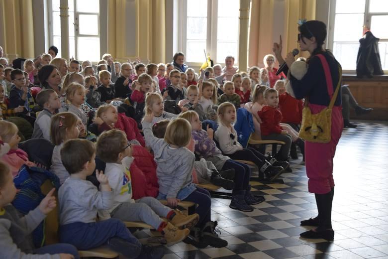 """""""Nadchodzące święta każdy zapamięta"""" to tytuł spektaklu, który zaprezentowali dzieciom z aleksandrowskich przedszkoli aktorzy Teatru"""