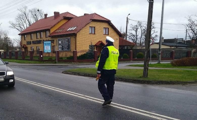 We wtorek (24 kwietnia) policjanci w powiecie żnińskim sprawdzali czy kierowcy stosują się do zakazu korzystania z telefonu komórkowego w trakcie jazdy.