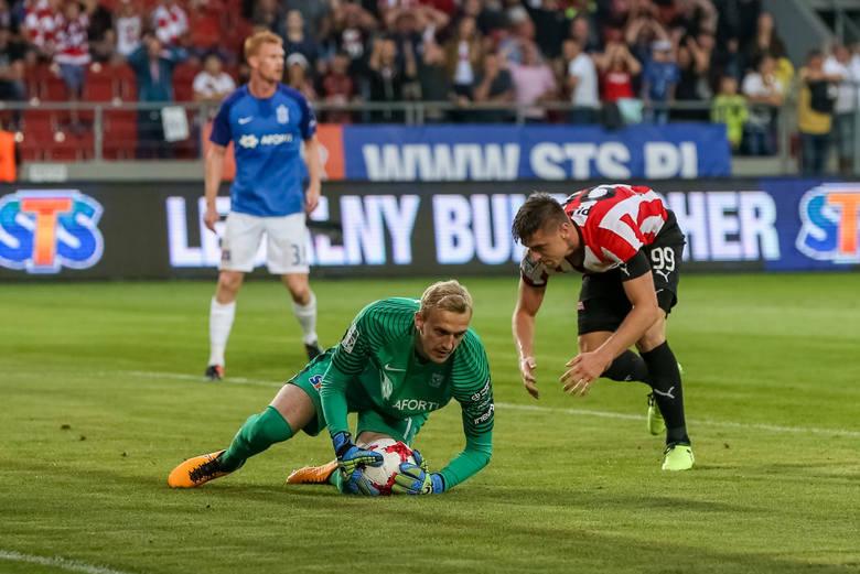 Ivan Djurdjević konsekwentnie stawia na swojego dobrego znajomego i choć Burić miał kilka dobrych interwencji, przy golu dla Wisły Płock zawinił dość