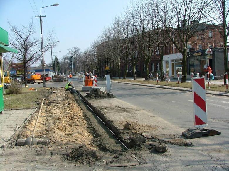 Wiosna na drogach w powiecie kluczborskim - niektóre inwestycje i remonty. Stan z konca marca.