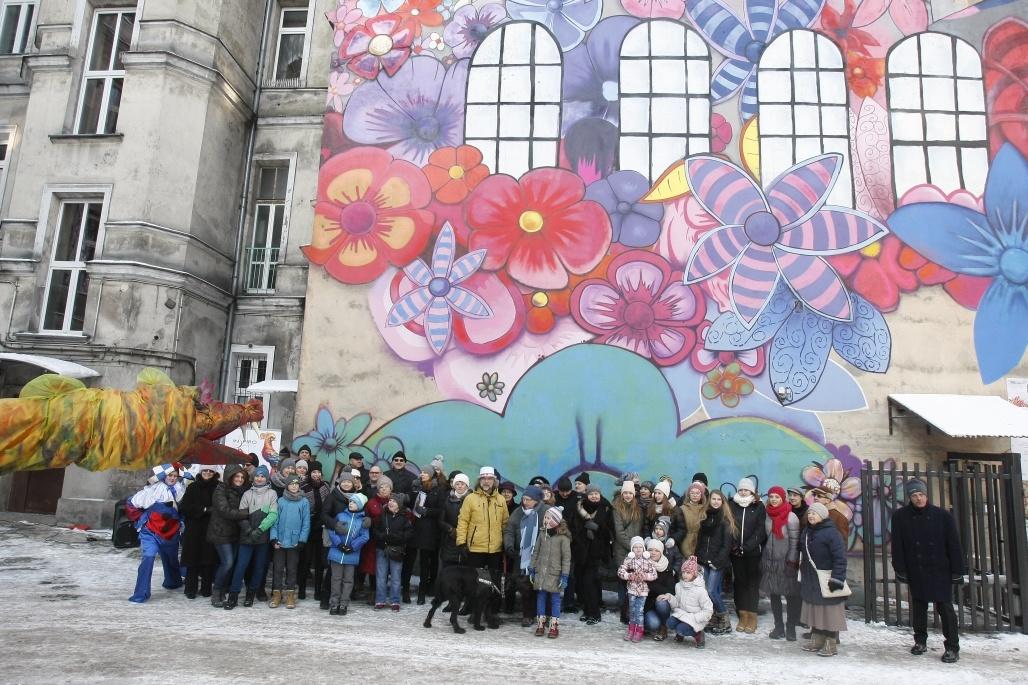 Mural przy pr chnika w odzi pierwszy dzieci cy mural for Mural na tamie w solinie