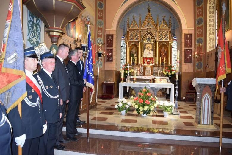 Byczyna, gm. Dobre - Jednostka OSP obchodzi jubileusz 100-lecia. W kościele św. Jadwigi odprawiona została msza w intencji strażaków. Byczyna z historią;nfNa