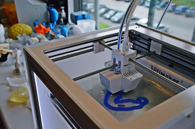 W drukarce 3D najczęściej powstają implanty żuchwy