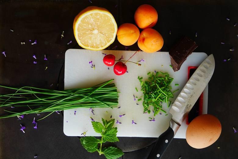 Na jednym z etapów diety oxy należy się poddać tygodniowemu detoksowi, a dieta jest oparta głównie na warzywach i owocach. Później do jadłospisu wkraczają