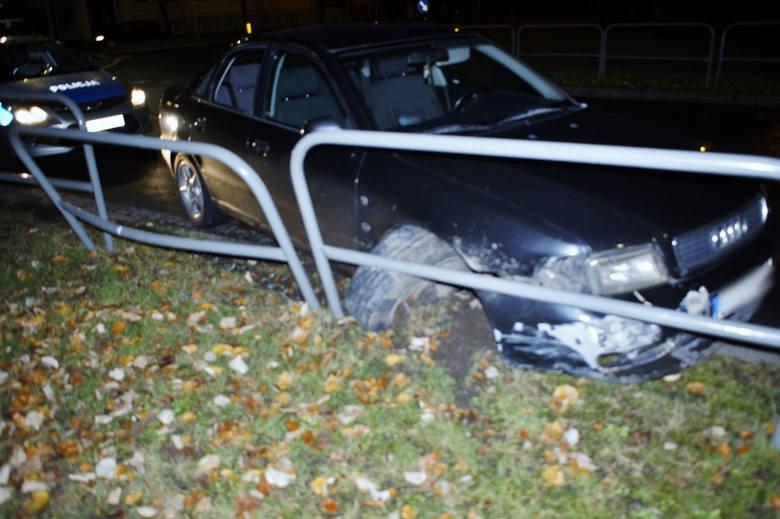 Wczoraj w godzinach wieczornych na skrzyżowaniu ulic Zamkowej i Jana Pawła II doszło do zdarzenia drogowego. Kierujący samochodem osobowym marki Audi,