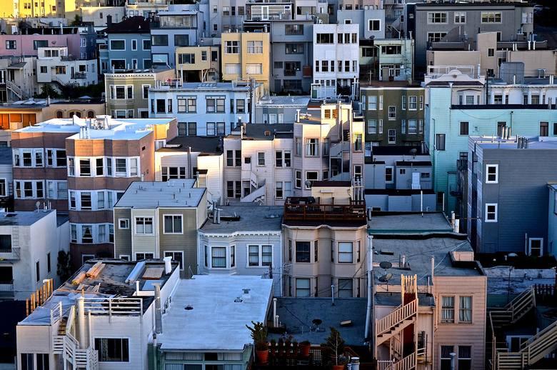 Zobacz oferty domów i mieszkań, wystawionych na sprzedaż przez dolnośląskich komorników. Wybraliśmy przykładowe ogłoszenia z całego regionu. Żeby wziąć