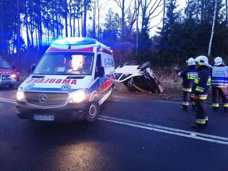 W miejscowości Przydargiń w gminie Bobolice, powiat Koszaliński doszło do groźnego wypadku.Kobieta prowadząca samochód Mercedes Vito prawdopodobnie na