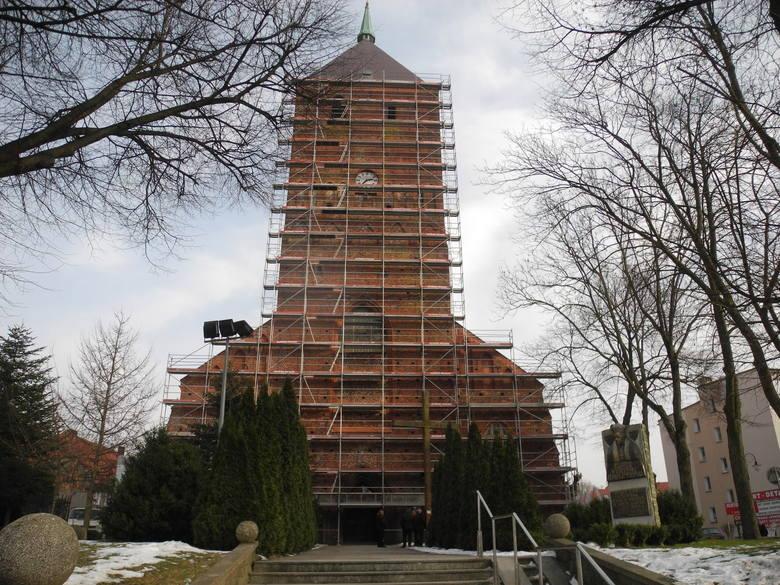 Rozpoczęły się prace polegające  na remoncie murów kościoła WNMP w Sławnie. To efekt podpisania umowy z Urzędem Marszałkowskim na dotację z funduszy