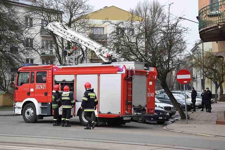 Akcja miała miejsce w Gorzowie na skrzyżowaniu ul. Dzieci Wrzesińskich i Sikorskiego w poniedziałek 29 lutego rano. Policjanci musieli dostać się do
