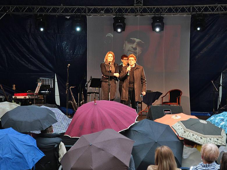 Początek koncertu niestety w deszczu