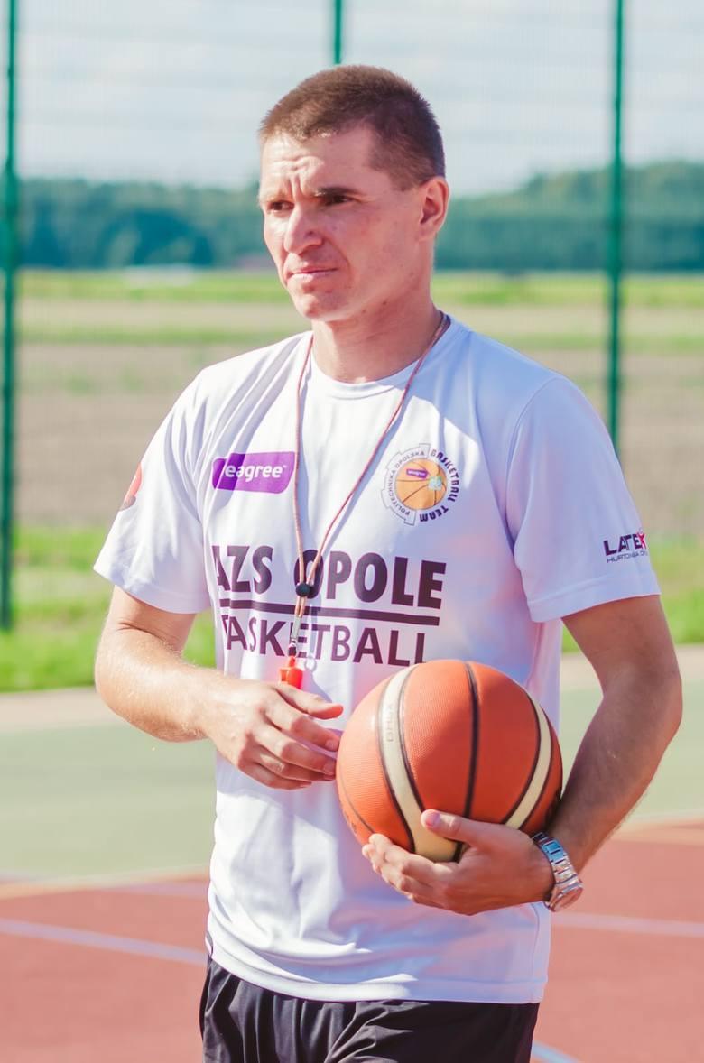 JACEK WIECZOREK, Nauczyciel klas IV-VIIINasz laureat jest nauczycielem wychowania fizycznego w Publicznej Szkole Podstawowej w Jełowej w gminie Łubniany.