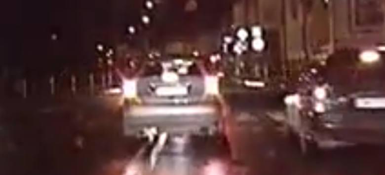 Policyjny pościg za piratem drogowym w Wieluniu. 36-latek zabarykadował się w samochodzie [FILM]