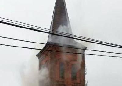 Pożar zabytkowej dzwonnicy w Bobrownikach