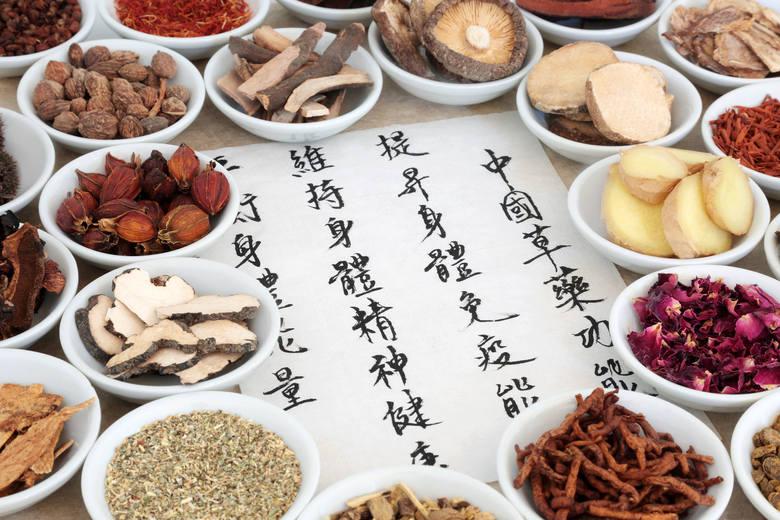 Receptury TCM składają się z odpowiednio dobranych składników naturalnych i zwykle zawierają od kilkunastu do nawet ponad dwudziestu różnych element