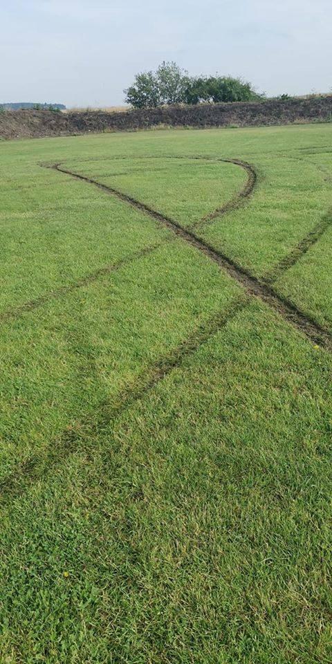 Ktoś zdewastował boisko Zorzy Kowalów. Jeśli wiesz kto to, zostaniesz nagrodzony tysiącem złotych