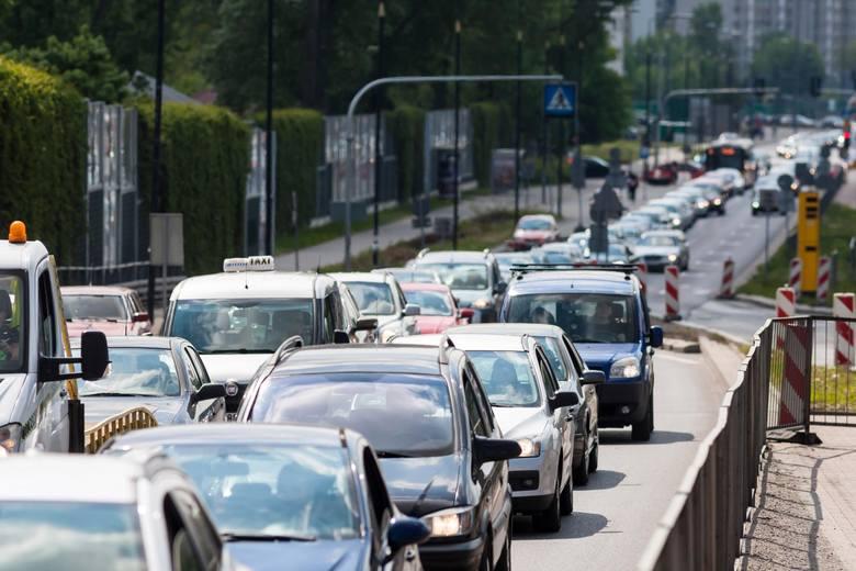 Ubezpieczenie OC to obowiązkowe ubezpieczenie posiadaczy pojazdów mechanicznych. Zakres ubezpieczenia OC jest regulowany ustawą i musi być taki sam we