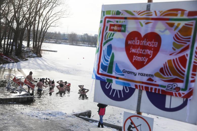 WOŚP w Krakowie. Wielkie morsowanie na Bagrach tym razem połączono ze zbiórką na Wielką Orkiestrę Świątecznej Pomocy