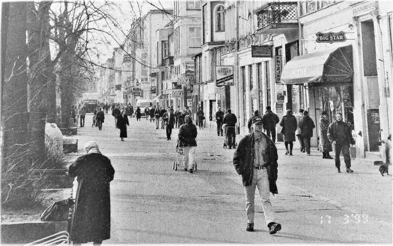 Wiosna 1999 r. panorama al. Wojska Polskiego w kierunku dworca PKP